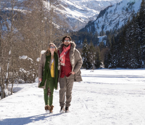Winter hiking (c) Gstaad Saanenland Tourismus